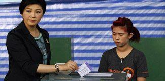 Tayland'da seçimler ertelendi!