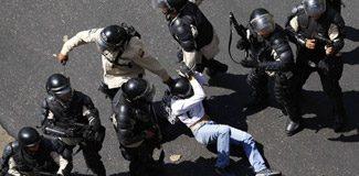 Venezuela'da kanlı protesto: 3 ölü!