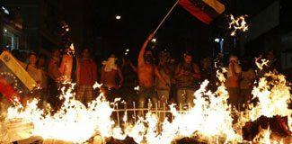 Venezuela'da sokaklar alev alev