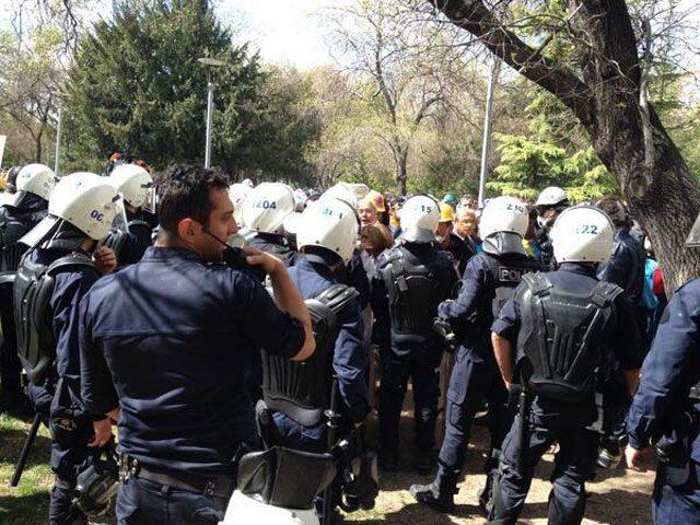 Polis biber gazı ve plastik mermi ile karşılık verdi