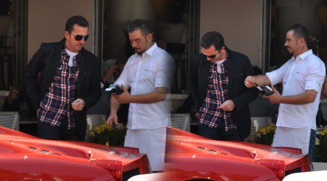 Lucca adlı mekanda öğle yemeği yiyen ilker inanoğlu ve
