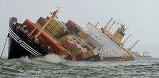 İki yük gemisi çarpıştı: 11 kayıp
