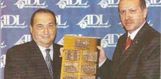 Bu kez Yahudiler ödülü geri istedi!
