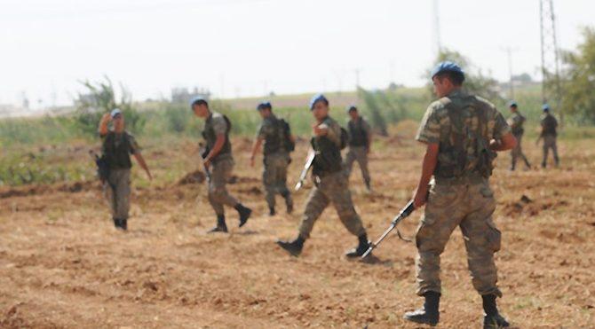 Sınırda kaçakçılar ile askerler arasında çatışma!