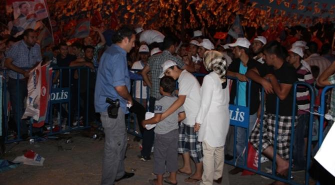 Erdoğan'ın mitinginden ayrılmak isteyen vatandaşlara engel