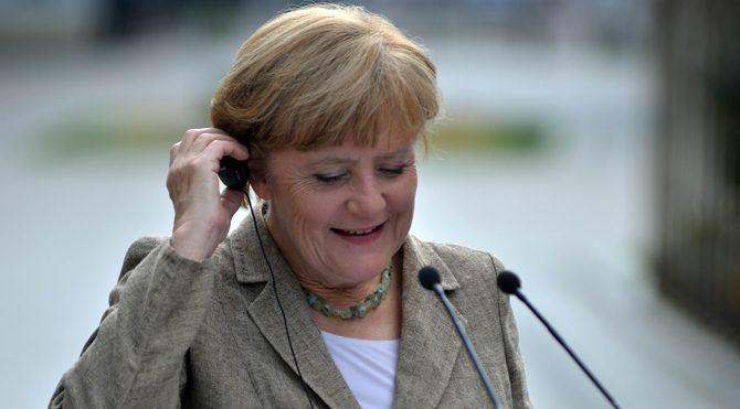 Merkel'i gülümseten soru!