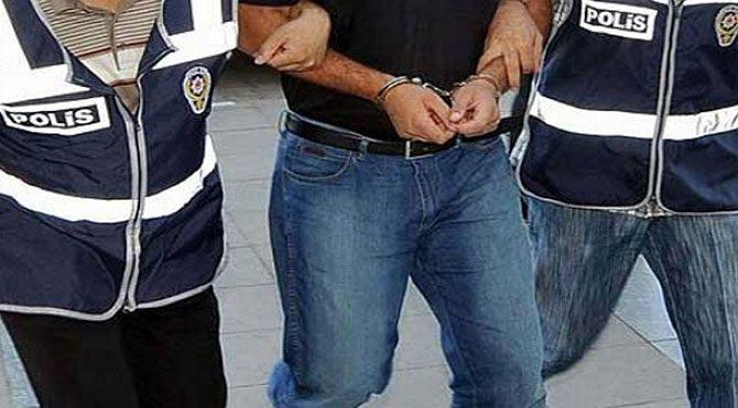 AKP'yi eleştirdi, gözaltına alındı