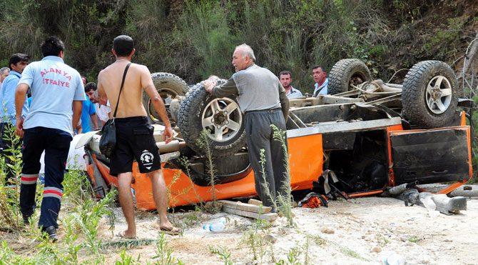 Turistler uçuruma uçtu: 11 yaralı!