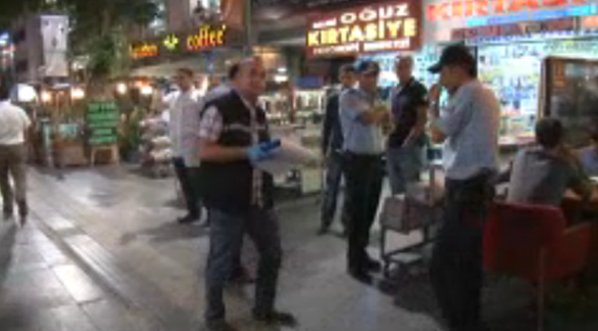 Polis kavgada kendini vurdu!