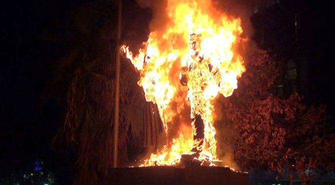 PKK'lılar, Atatürk heykelini yaktı!