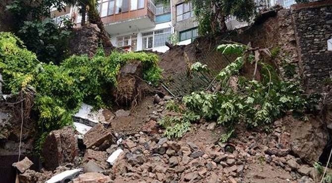 Cihangir'de fırtına göçüğe neden oldu