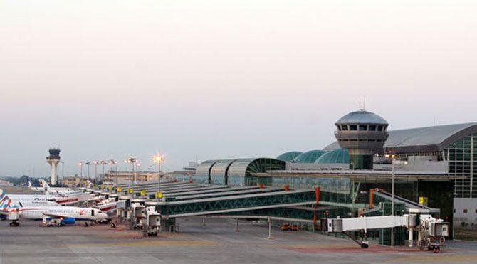 İzmir Havalimanı'nda ceset paniği!