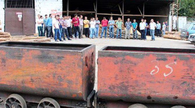 2700 madenci işten çıkarıldı