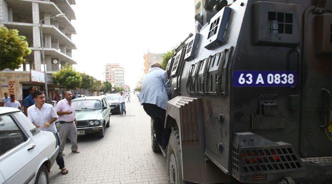 Polis Tanal'ın aracına çarpıp kaçtı