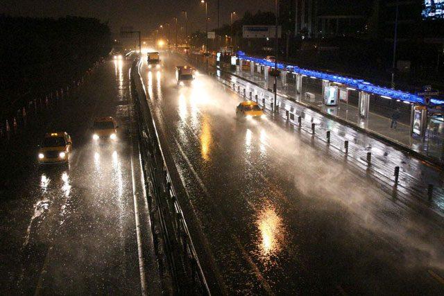 istanbul da gece yağan yağmur resimli ile ilgili görsel sonucu
