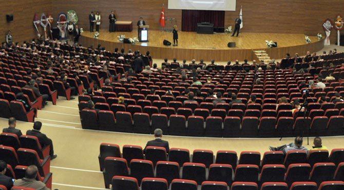 Bakan Cevdet Yılmaz'a üniversitede şok!
