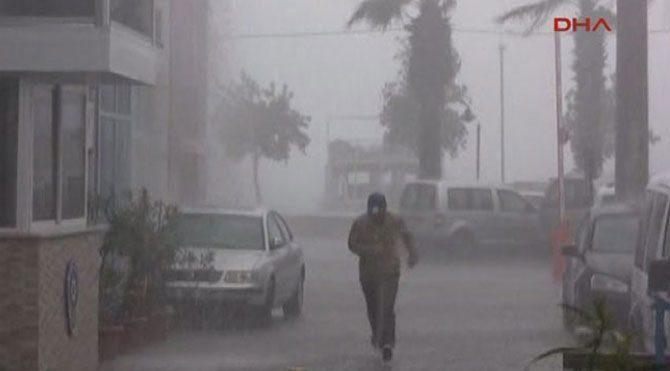 Beklenen yağış Marmaris'i vurdu!