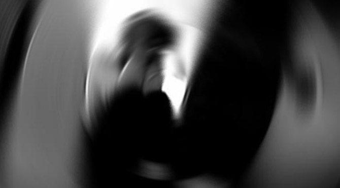 11 çocuk bir kadına tecavüz etti