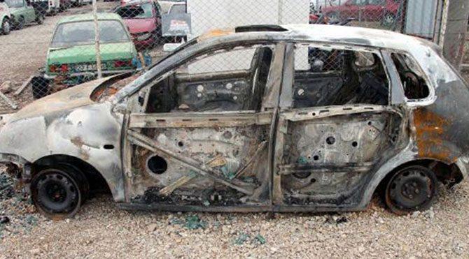 Otomobilde yanmış erkek cesedi
