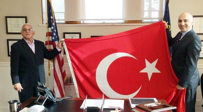 ABD'de Türk bayrağı dalgalanacak!