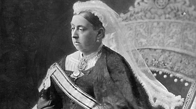 Kraliçenin külodu 6 bin Sterline satıldı
