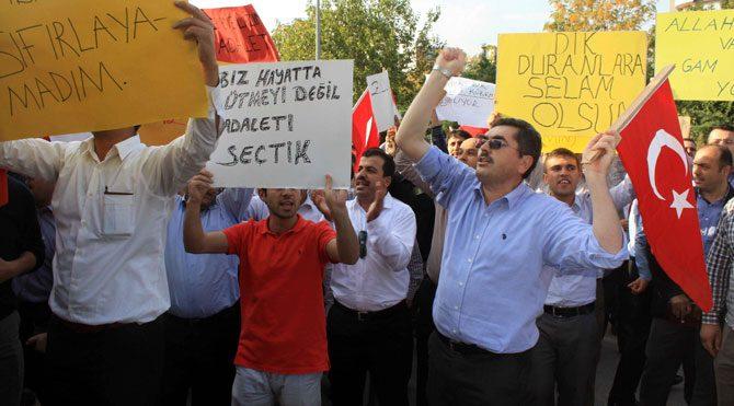 Gözaltına alınan polislere destek!