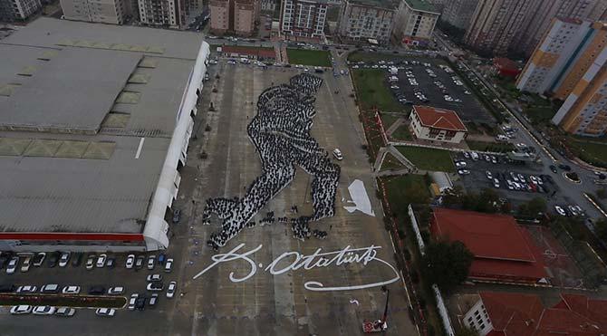6 bin kişilik Atatürk figürü