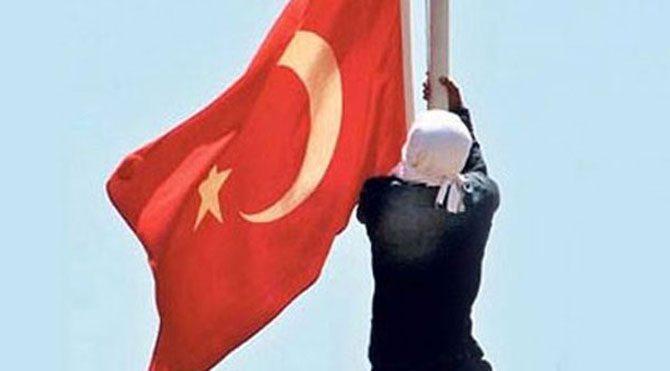 Türk bayrağını indiren yakalandı!