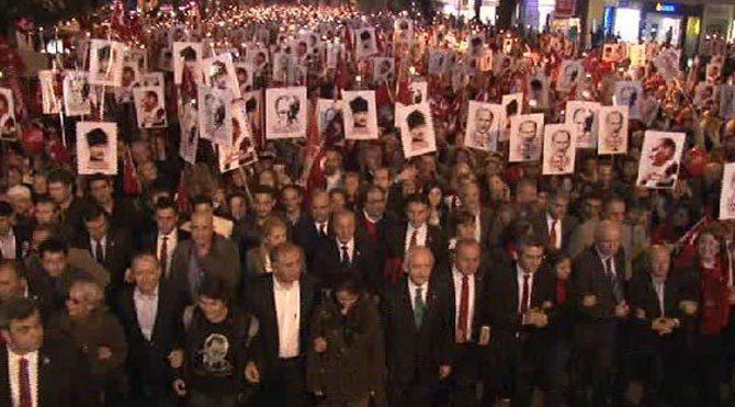 """Kadıköy'de """"Büyük Cumhuriyet"""" yürüyüşü"""