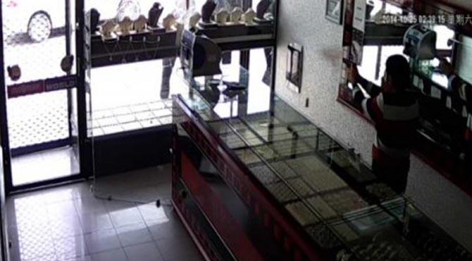 Balyozlu soyguncular yakalandı