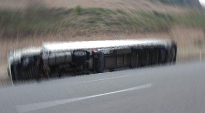 Kırıkkale'de TIR devrildi: 1 yaralı