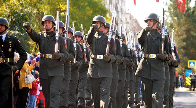 Asker 'Şehidim rahat uyu' sloganıyla yürüdü