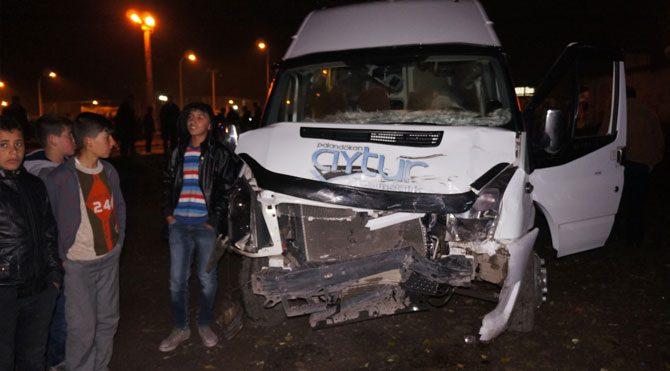 Öğrenci servisi kaza yaptı, yaralılar var!