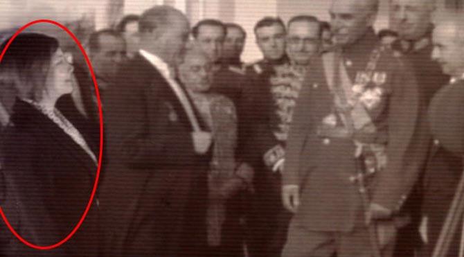 Atatürk ile aynı fotoğraf karesinde!