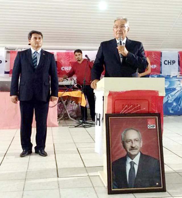 Baykal, Kılıçdaroğlu'nun yerdeki fotoğrafının önünde konuşunca!