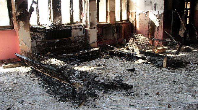 Silopi'de ilkokul ateşe verildi