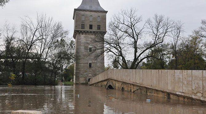 Tunca taştı, Sarayiçi sular altında kaldı