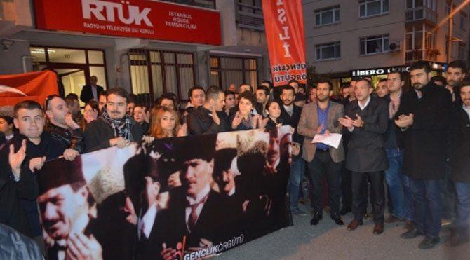 CHP'den RTÜK önünde protesto