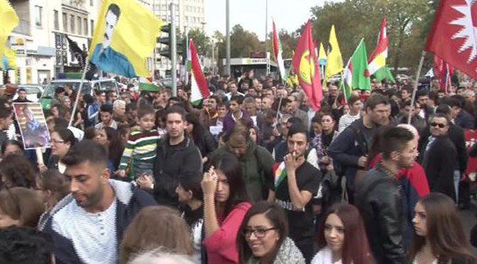 Protestocular birbirine girdi!