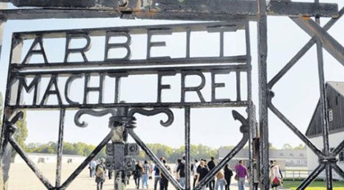 Nazi kampının kapısını çaldılar