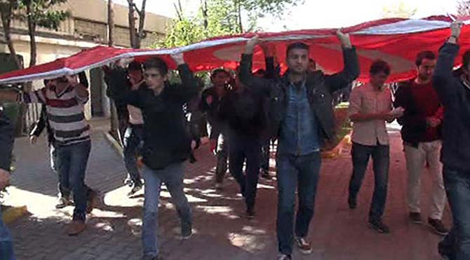 Üniversitede terör protestosu