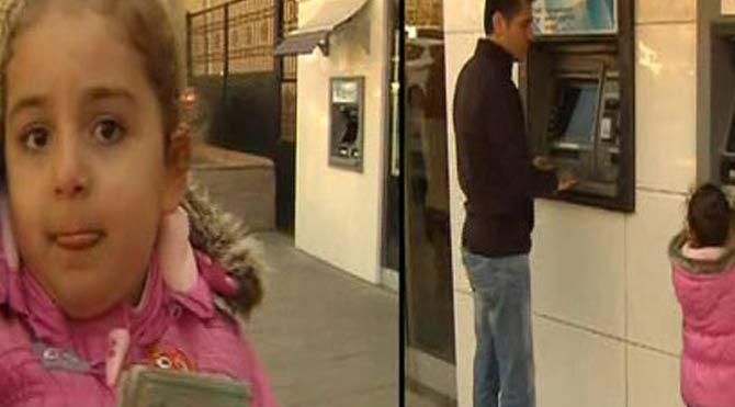 Küçük kız bankamatikten 4 bin çekti