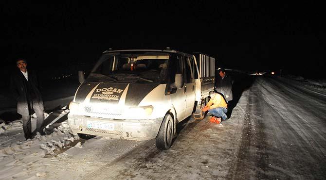 Van'da buzlanma ve tipi zor anlar yaşattı