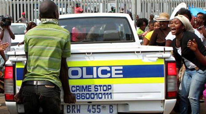 Hırsızlar polis aracını çaldı