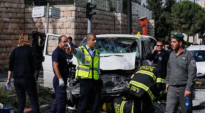 İsrailli yayaların üzerine araç süren Filistinli vuruldu