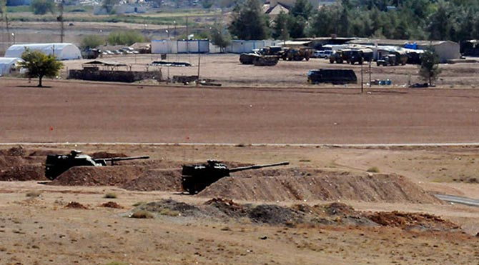 Sınırda tank hareketliliği