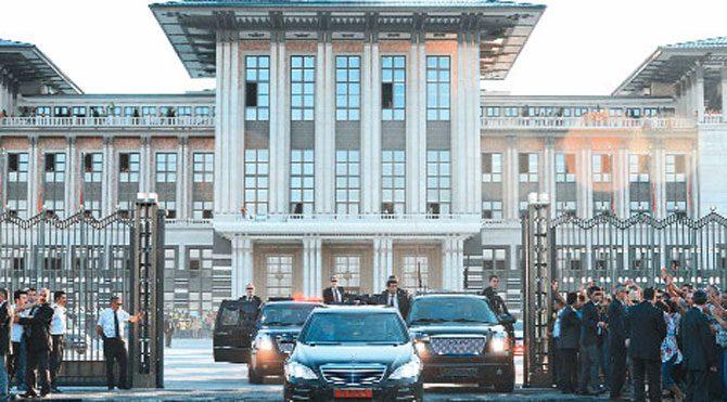 Kaçak Saray'da milyonluk elektrik kablosu kaçağı!..