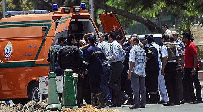 Mısır'da trende bomba patladı