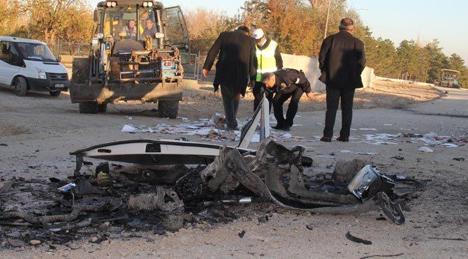Minibüs asfalt silindirine çarptı: Yaralılar var!