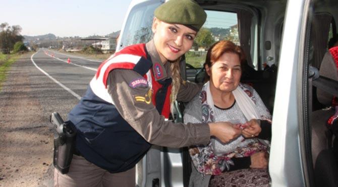 Jandarma'dan ceza yerine hediye
